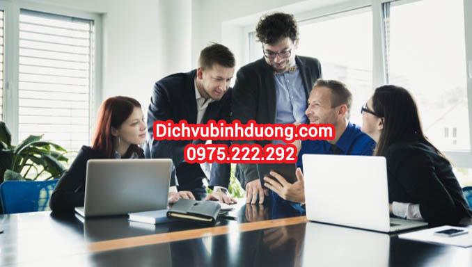 """Công ty Nam Việt Luật chuyên cung cấp dịch vụ thành lập công ty tại TPHCM, mở công ty tại TPHCM, dịch vụ thay đổi giấy phép kinh doanh giá rẻ, tư vấn thủ tục trọn gói uy tín hàng đầu tại TPHCM và các tỉnh thành phố lân cận. Chúng tôi cung cấp toàn bộ những kiến thức chuyên sâu đặc biệt là tư vấn miễn phí các kiến thức trước khi tiến hành thủ tục thành lập doanh nghiệp tại TPHCM như sau: - Dịch vụ tư vấn lựa chọn tên công ty hay, đẹp, ý nghĩa và đặc biệt là đúng theo quy định của pháp luật: Tư vấn lựa chọn tên tiếng việt, tên tiếng nước ngoài, tên giao dịch, tên viết tắt phù hợp với nhu cầu hoạt động thực tế theo từng ngành nghề của công ty. Tên doanh nghiệp phải được lựa chọn, tra cứu, đặt tên sớm tránh bị doanh nghiệp khác đặt mất. - Dịch vụ tra cứu tên công ty trên hệ thống biết đươc chính xác tên công ty nào có thể đặt được và tư vấn tên công ty miễn phí. Để lựa chọn và tra cứu tên công ty và tránh mất tên hay, các bạn nên tham khảo: """"Cách đặt tên công ty"""" - Dịch vụ tư vấn về nơi đặt địa chỉ doanh nghiệp/Địa chỉ chi nhánh/ Địa chỉ văn phòng đại diện/ Địa chỉ địa điểm kinh doanh phù hợp quy hoạch.Nếu các bạn chưa có địa chỉ để đặt doanh nghiệp thì Nam Việt Luật có thể tư vấn lựa chọn địa chỉ doanh nghiệp phù hợp. Muốn biết về việc đặt địa chỉ ra sao. Các bạn nên tham khảo: """"Cách đặt địa chỉ công ty"""". - Dịch vụ tư vấn lựa chọn người đại diện theo pháp luật, tư vấn về chủ doanh nghiệp trước khi tiến hành thủ tục thành lập doanh nghiệp tại TPHCM. - Dịch vụ tư vấn lựa chọn ngành nghề kinh doanh phù hợp với hệ thống ngành nghề kinh tế cấp 4 Việt Nam mới nhất. Tư vấn lựa chọn ngành nghề đăng ký kinh doanh có điều kiện về chứng chỉ hành nghề, có điều kiện về vốn pháp định. >>>Để biết ngành nghề kinh doanh của mình có cần điều kiện hay không vui lòng tra cứu ngay: Danh mục ngành nghề kinh doanh có điều kiện. > Xem thêm: Vốn tối thiểu để thành lập công ty là bao nhiêu?"""